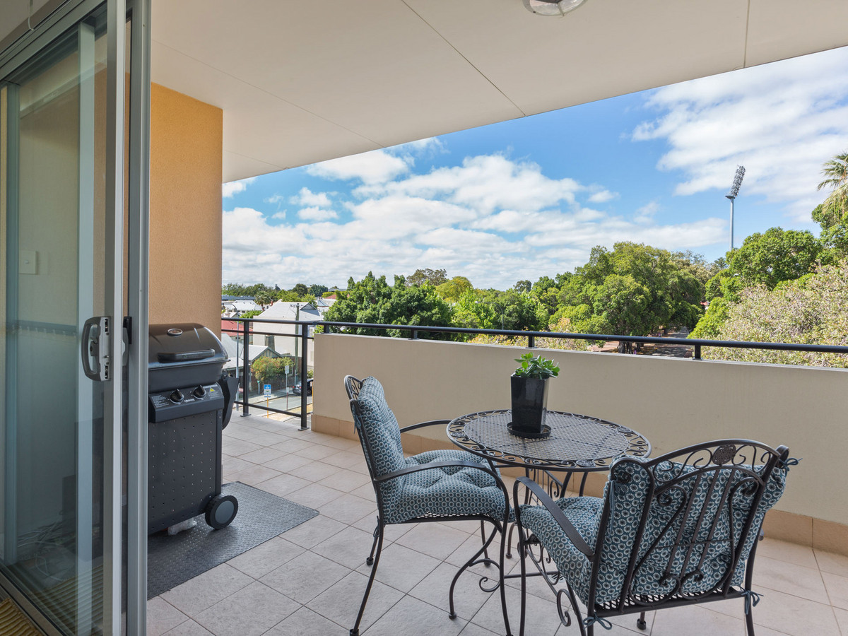 2x2x2, TOP FLOOR, TOP VALUE - Perth