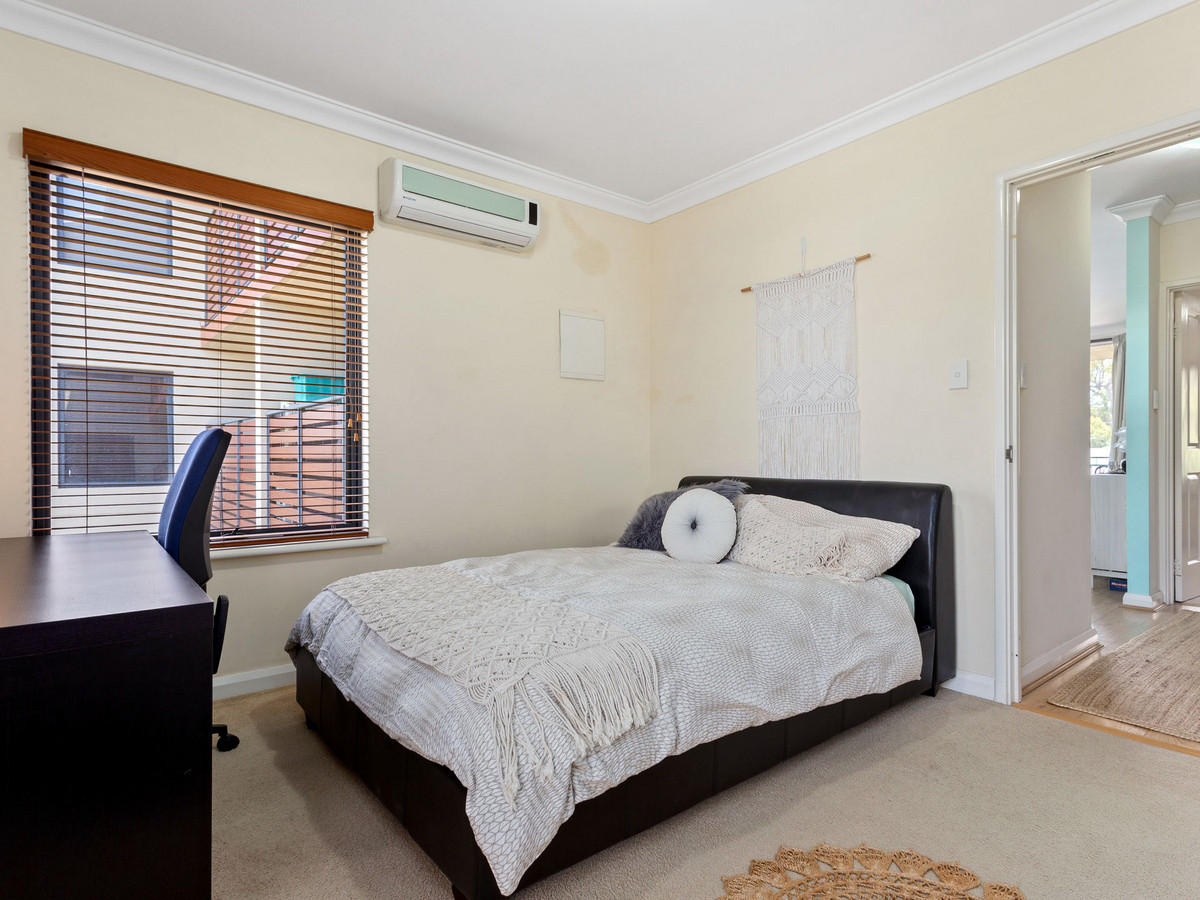 LOCATION AND CHARM - LEEDERVILLE
