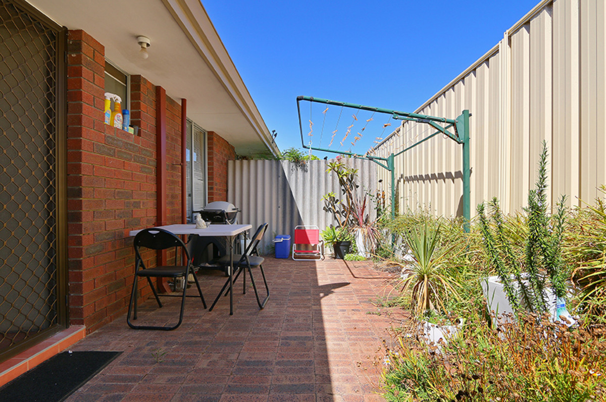 DELIGHTFUL 2 X 1 X 1 VILLA IN A GROUP OF ONLY 10! - Tuart Hill