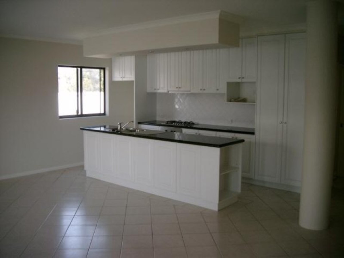 SPACIOUS EASY CARE APATRMENT!! - WEST PERTH