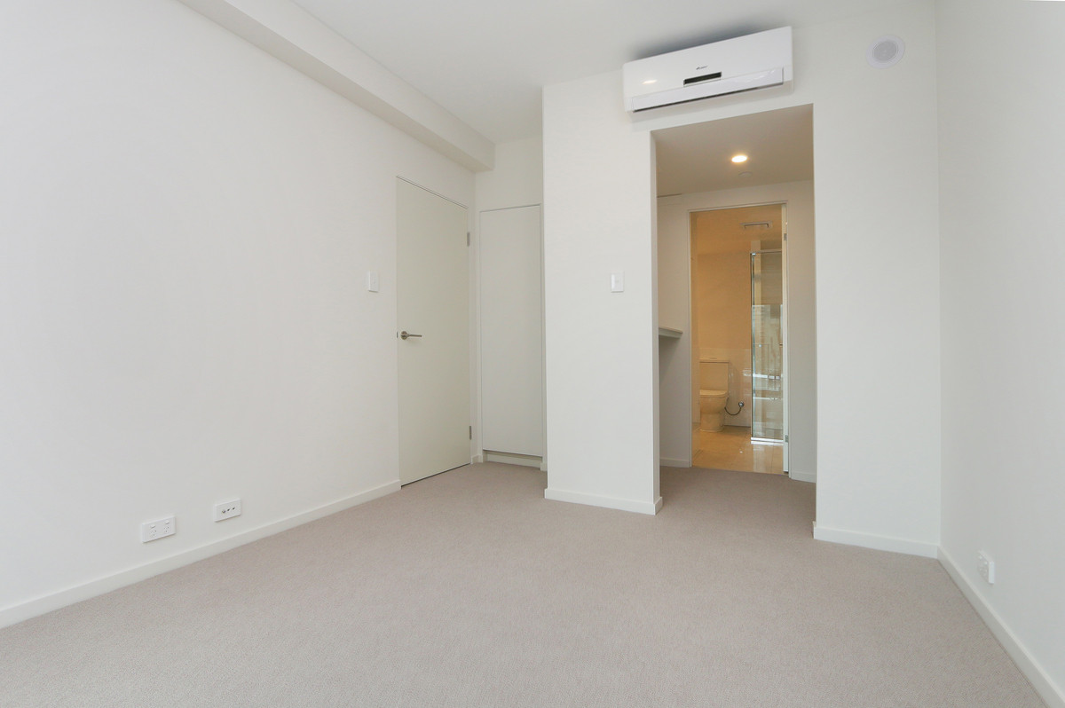 BRAND NEW LUXURIOUS APARTMENT - Perth