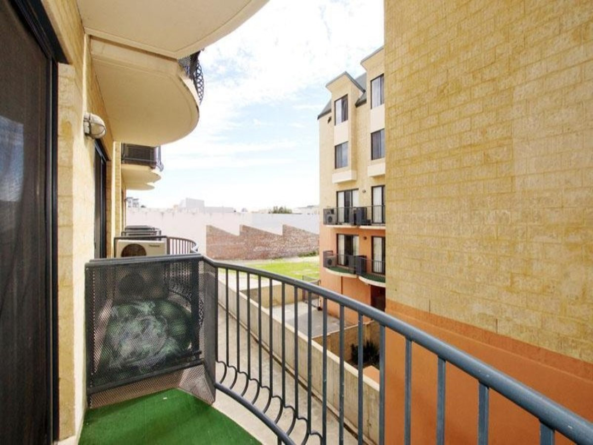 GREAT LOCATION!! - EAST PERTH