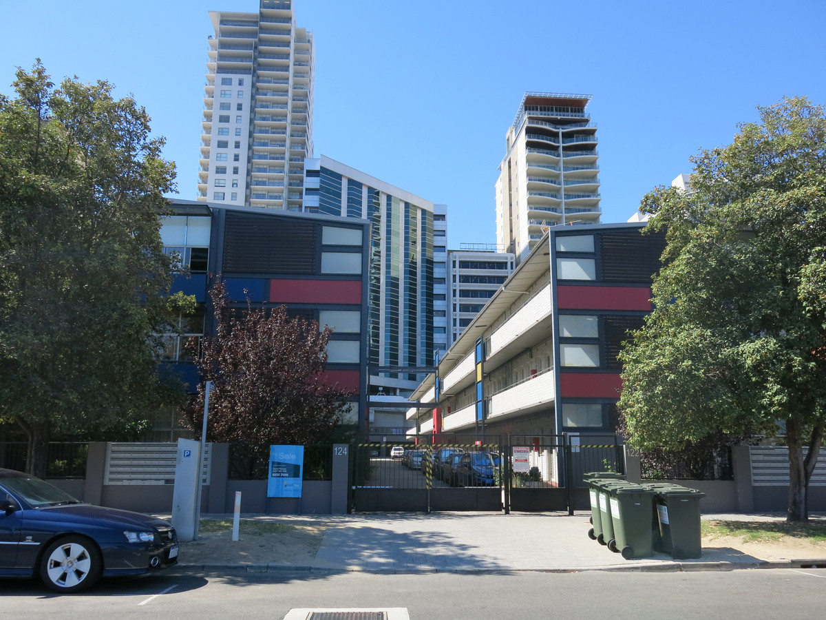 WALK IN READY CITY VIEW LIVING - PERTH
