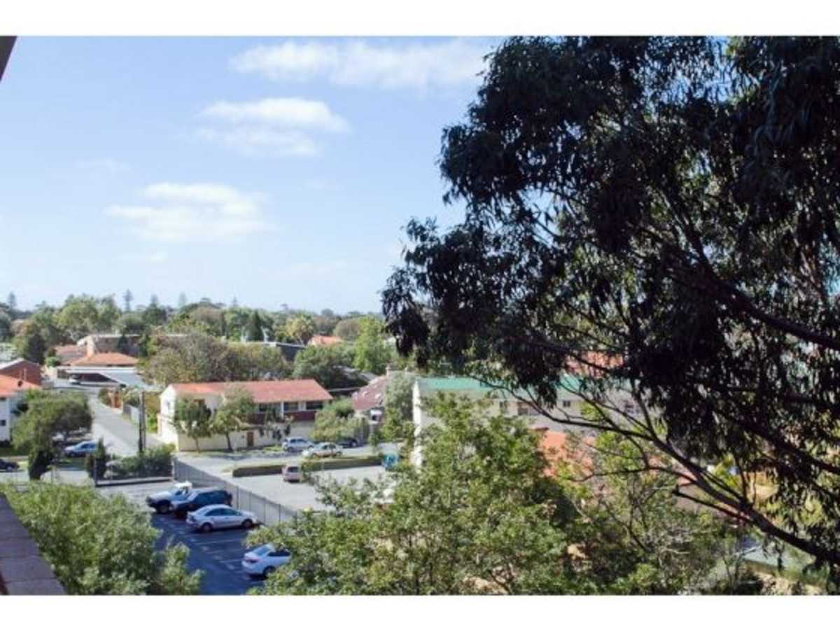 Great Location,with a balcony view - MOSMAN PARK