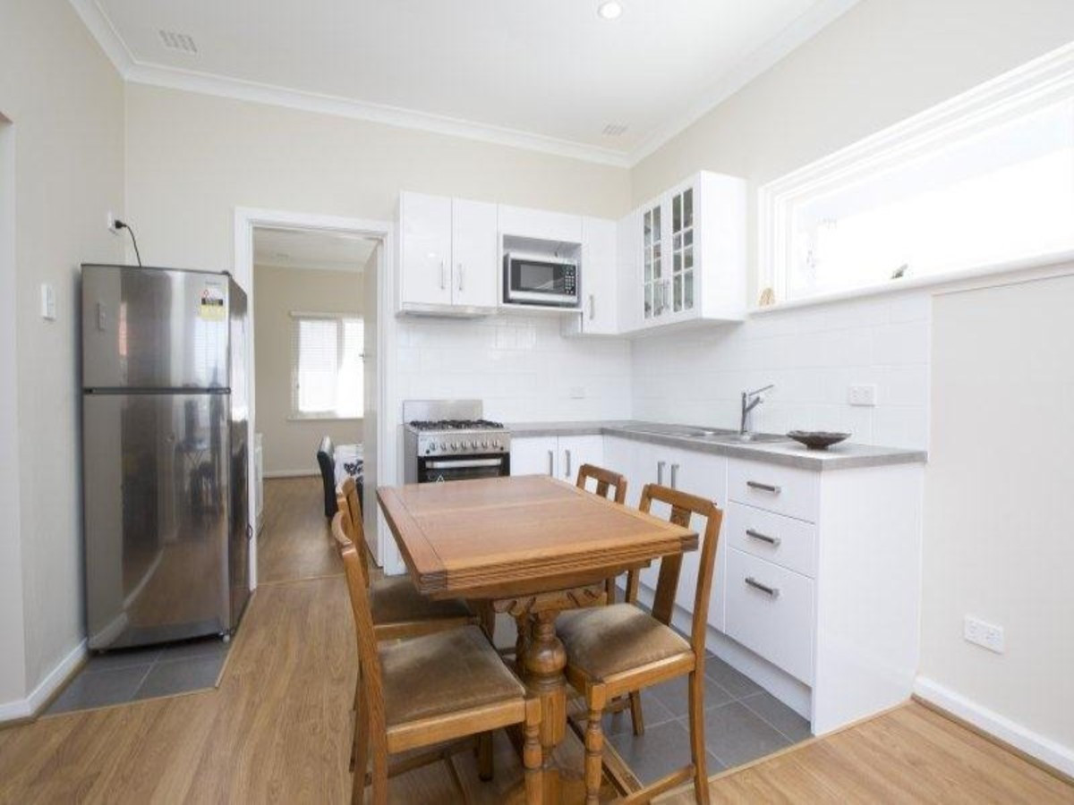 Great apartment in outstanding location!! - EAST PERTH