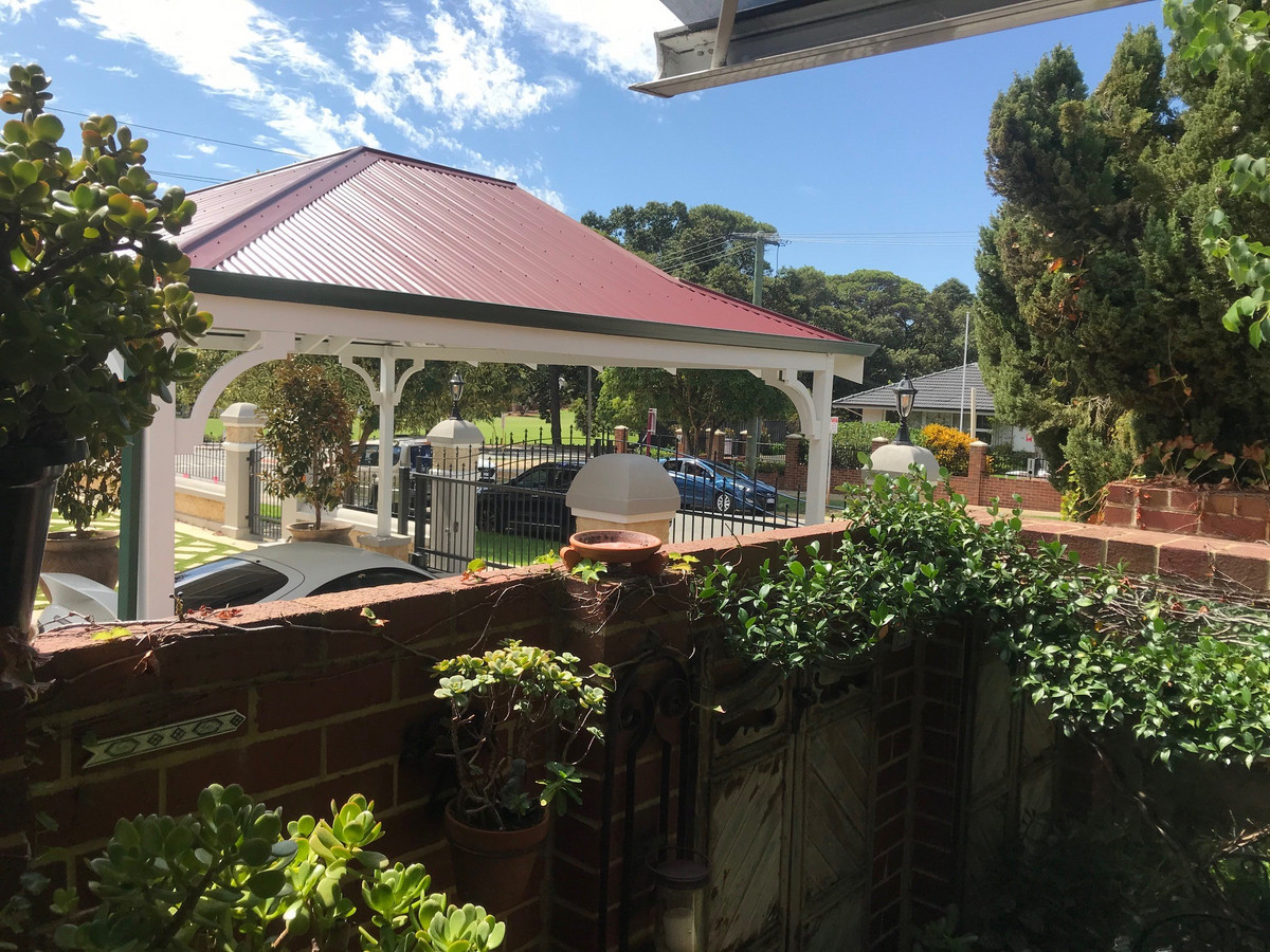 CLASSY CHARACTER– ABSOLUTELY CHARMING! - West Perth